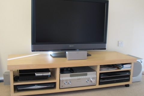 Opbergmeubel voor TV met een TV lift