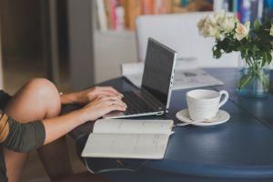 Heerlijk staand werken met een zit-sta bureau
